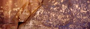 Newspaper Rock Petroglyphs, Utah by Rob Atkins