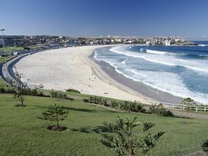 Bondi Beach, Sydney, New South Wales (Nsw), Australia by Rob Cousins