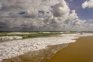 Storm Coming, Eastern Florida Coast, Atlantic Ocean, Jupiter, Florida by Rob Sheppard