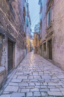 Old Town Alley by Rob Tilley