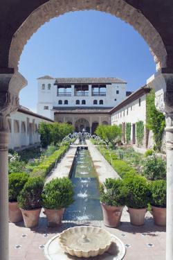 Palacio Del Generalife, Alhambra, Granada, Andalucia, Spain by Rob Tilley