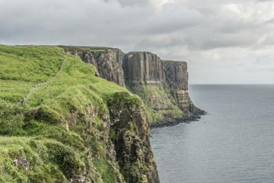 UK, Scotland, Isle of Skye, Trotternish Peninsula, Kilt Rock by Rob Tilley