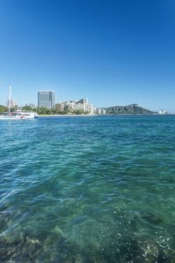 USA, Hawaii, Oahu, Honolulu, Waikiki and Diamond Head by Rob Tilley