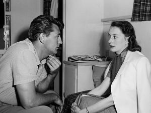 Robert and Dorothy Mitchum, 1952 Robert Mitchum with his wife Dorothy 1952 (b/w photo)