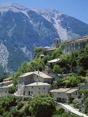 Brantes, Near Mont Ventoux, Provence, France by Robert Cundy