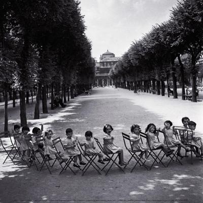 Children in the Palais-Royal Garden, c.1950 by Robert Doisneau