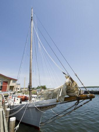 Skipjack Sailing Boat, Chesapeake Bay Maritime Museum, St. Michaels, Maryland, USA