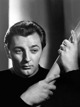 ROBERT MITCHUM in the 40's (b/w photo)