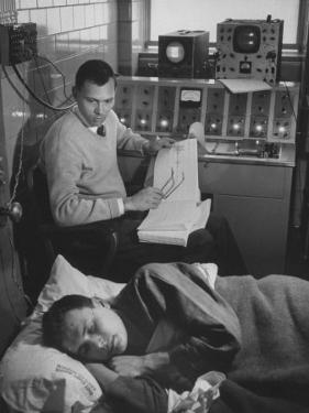 An Eeg Machine Recording Eye Movements, Heart Beat, and Muscular Reflexes During Sleep by Robert W. Kelley