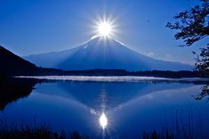 Diamond Fuji by Roberto Maxwell
