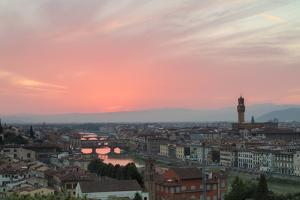 Arno River with Ponte Vecchio and Palazzo Vecchio at sunset seen from Piazzale Michelangelo, Floren by Roberto Moiola