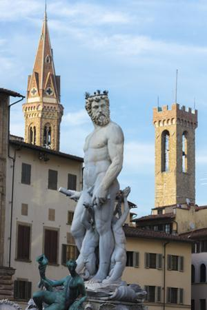 Fountain of Neptune frames the Palazzo del Bargello, Florence, UNESCO World Heritage Site, Tuscany, by Roberto Moiola