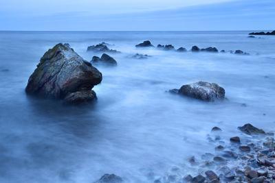 https://imgc.allpostersimages.com/img/posters/rocks-and-sea-on-the-fife-coast-near-st-andrews-fife-scotland-united-kingdom-europe_u-L-PQ8P4N0.jpg?p=0