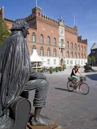 https://imgc.allpostersimages.com/img/posters/roedhus-hans-christian-andersen-statue-odense-funen-denmark-scandinavia-europe_u-L-P7KXBS0.jpg?p=0