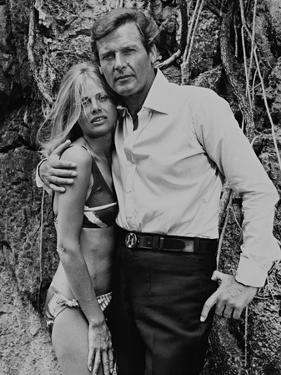 Roger Moore, Britt Ekland, The 007, James Bond: Man with the Golden Gun,1974