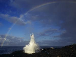 Spouting Horn with Rainbow, Po'Ipu, Kauai, Hawaii, USA by Rolf Nussbaumer