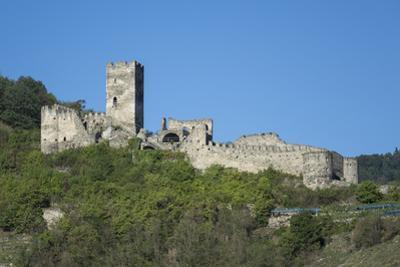 Hinterhaus castle ruins, Spitz, Wachau Valley, UNESCO World Heritage Site, Lower Austria, Austria,  by Rolf Richardson