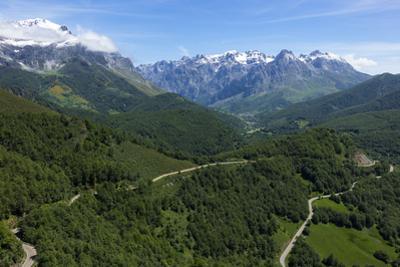 Picos de Europa and Valdeon valley from Puerto de Panderrruedas, Leon, Spain, Europe by Rolf Richardson