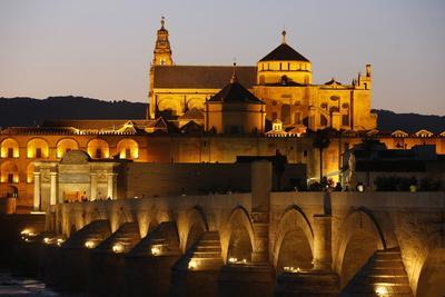 https://imgc.allpostersimages.com/img/posters/roman-bridge-over-the-rio-guadalquivir-and-mezquita-at-dusk-cordoba-andalusia-spain_u-L-Q1GYJXO0.jpg?artPerspective=n