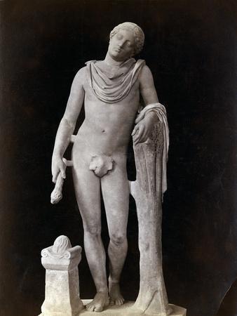 https://imgc.allpostersimages.com/img/posters/roman-statue-representing-sleep_u-L-PZON2B0.jpg?artPerspective=n