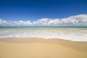 Baldwin Beach, Maui, Hawaii by Ron Dahlquist