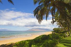 Keawakapu Beach, Wailea on Island of Maui, Hawaii by Ron Dahlquist