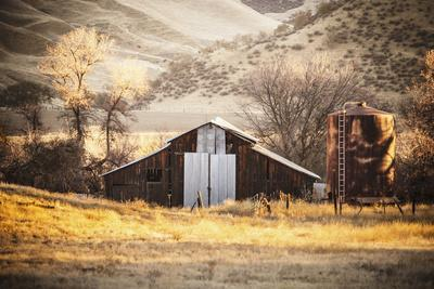 An Old Barn And Water Tank In The Early Morning Light Along Highway 25 In San Benito County