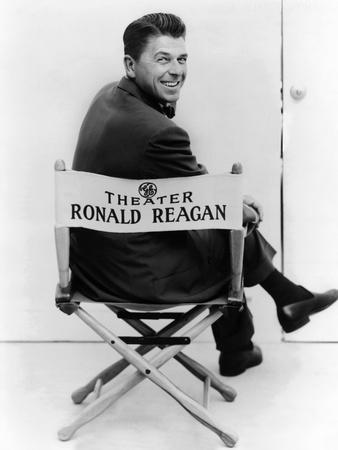 https://imgc.allpostersimages.com/img/posters/ronald-reagan-was-host-of-the-general-electric-theater-on-cbs-television-from-1954-1962_u-L-PH81IQ0.jpg?artPerspective=n