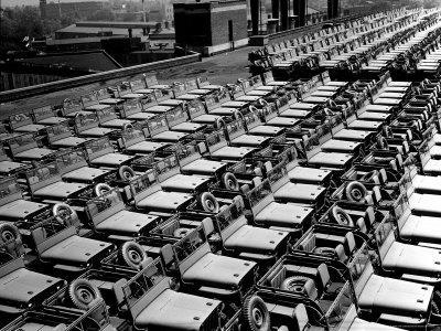 https://imgc.allpostersimages.com/img/posters/rows-of-finished-jeeps-churned-out-in-mass-production-for-war-effort-as-wwii-allies_u-L-P43IAZ0.jpg?artPerspective=n