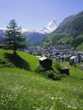 Zermatt and the Matterhorn Mountain, Valais (Wallis), Swiss Alps, Switzerland, Europe by Roy Rainford