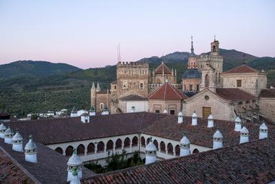 https://imgc.allpostersimages.com/img/posters/royal-monastery-of-santa-maria-de-guadalupe_u-L-PQ8UIH0.jpg?p=0
