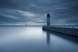 Milwaukee Lighthouse. by rudi1976