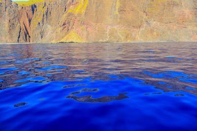 https://imgc.allpostersimages.com/img/posters/rugged-cliffs-and-shoreline-on-the-south-shore-of-lanai-kaunoe-u-hawaii-usa_u-L-Q1GC7LQ0.jpg?artPerspective=n