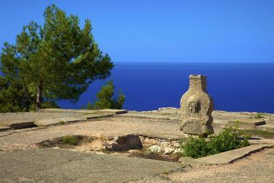 https://imgc.allpostersimages.com/img/posters/ruins-of-ancient-palace-vouni-north-cyprus-cyprus-mediterranean-europe_u-L-PNFYM10.jpg?artPerspective=n