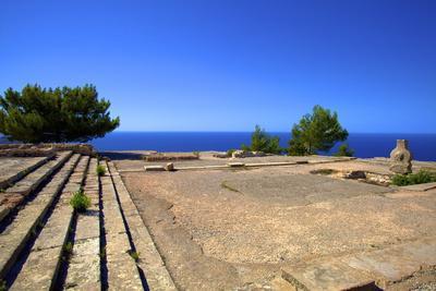 https://imgc.allpostersimages.com/img/posters/ruins-of-ancient-palace-vouni-north-cyprus-cyprus-mediterranean-europe_u-L-PNFYMD0.jpg?artPerspective=n