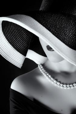 La Femme Au Chapeau by Ruslan Bolgov (Axe)