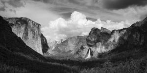 Yosemite Valley from Tunnel View, Yosemite National Park, California, USA. by Russ Bishop