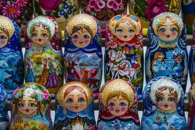https://imgc.allpostersimages.com/img/posters/russian-dolls-for-sale-as-souvenirs-in-kiev-kyiv-ukraine-europe_u-L-PQ8NDN0.jpg?p=0