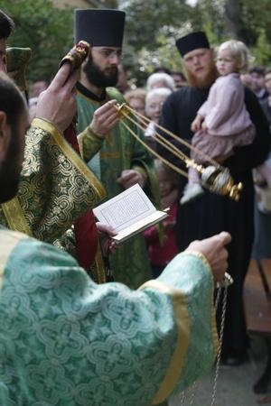 https://imgc.allpostersimages.com/img/posters/russian-orthodox-celebration-ile-de-france-france_u-L-Q1GYHRP0.jpg?artPerspective=n
