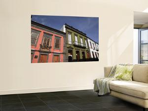 Historic Houses in Calle Real De La Plaza by Ruth Eastham & Max Paoli