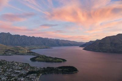 Pink clouds over Lake Wakatipu and the Remarkables, dusk, Queenstown, Queenstown-Lakes district, Ot