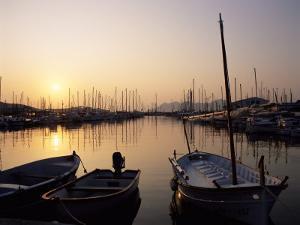 The Harbour at Sunrise, Puerto Pollensa, Mallorca (Majorca), Balearic Islands, Spain, Mediterranean by Ruth Tomlinson