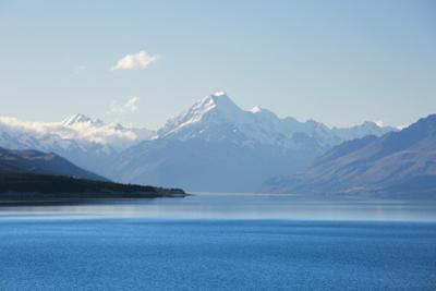 View across tranquil Lake Pukaki to Aoraki  (Mount Cook), near Twizel, Mackenzie district, Canterbu