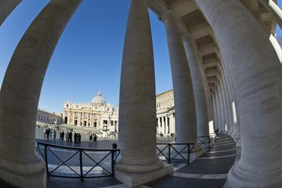 https://imgc.allpostersimages.com/img/posters/s-t-peter-s-basilica-and-the-colonnades-of-st-peter-s-square-piazza-san-pietro_u-L-PWFGUR0.jpg?p=0