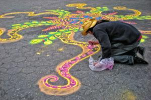 Street Artist Working with Colored Sand, Manhattan, New York Cit by Sabine Jacobs