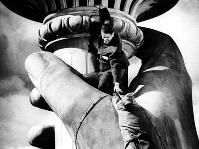 https://imgc.allpostersimages.com/img/posters/saboteur-robert-cummings-norman-lloyd-1942_u-L-PH4YF50.jpg?artPerspective=n