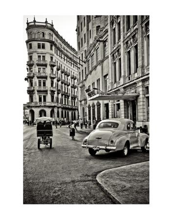 Streets of Havana by Sabri Irmak