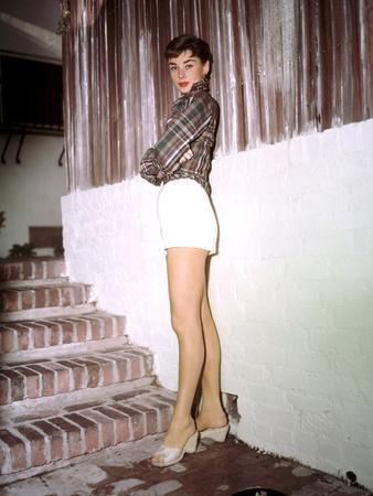 https://imgc.allpostersimages.com/img/posters/sabrina-audrey-hepburn-directed-by-billy-wilder-1954_u-L-PWGJZX0.jpg?artPerspective=n