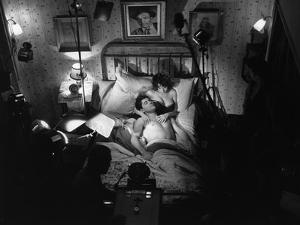 Sacha Distel and Bernadette Lafont sur le tournage du film LES MORDUS (The Delinquents) by Rene Jol