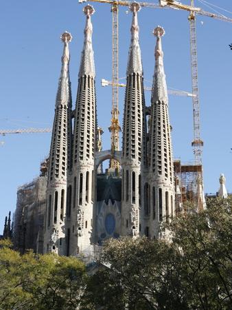 https://imgc.allpostersimages.com/img/posters/sagrada-familia-towers-and-spires-unesco-world-heritage-site-barcelona-catalonia-spain-europe_u-L-PFNVG80.jpg?artPerspective=n